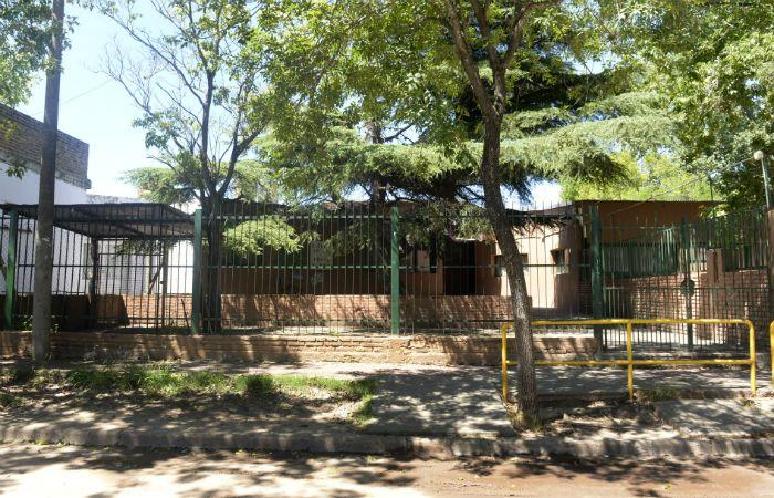 En la escuela Gesta de Mayo esta vez se llevaron ventiladores que estaban empotrados en las paredes. (Foto: Silvina Salinas / La Capital)