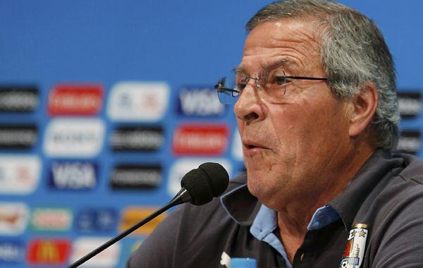 Para Tabárez, el DT de Uruguay, la Fifa tomó a Suárez como chivo expiatorio