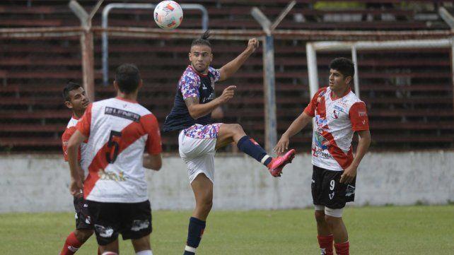 Salto de calidad. El equipo de barrio Tablada va por otra victoria en la difícil cancha de Español.