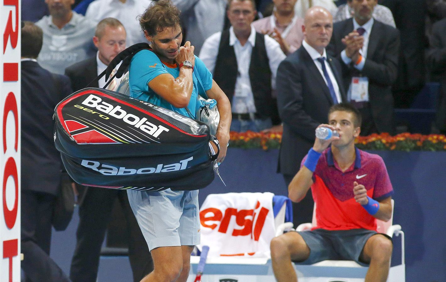 Adiós. Nadal se retira tras la sorpresiva derrota ante el croata Coric en los cuartos del ATP 500 de Basilea.