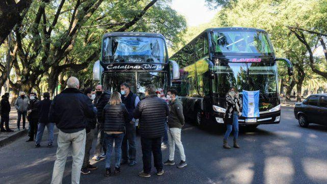 Las empresas de transporte de turismo se movilizaron por las calles de Rosario.