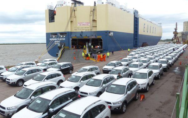 Sobre ruedas. El desembarco de autos en el puerto de Rosario fue un hecho histórico para la región. (foto: Angel Amaya)