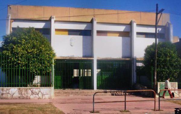 Frente de la institución de la zona sur que nuevamente fue blanco del vandalismo.