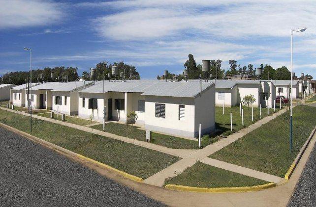 Son viviendas que están en el orden de los 60 metros cuadrados. Tienen calefón solar, lo que significa un adelanto en eficiencia energética