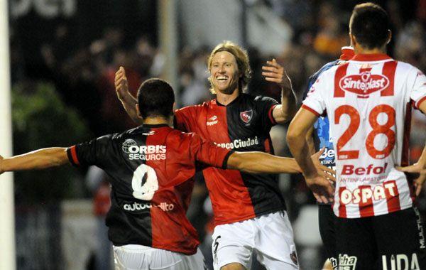 De festejo. Mateo volvió al equipo como titular después de seis meses y convirtió.