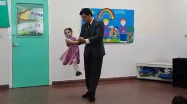 El magistral tango que baila una niña de 5 años junto a su padre