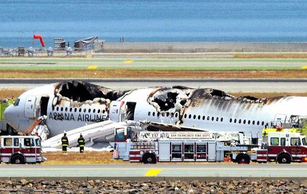 Los restos. Cómo quedó el fuselaje una vez que fueron dominadas las llamas por la actuación de los bomberos.