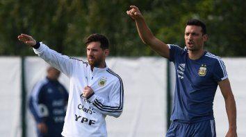 Hay onda. Leo Messi siempre bancó a Scaloni pese a su inexperiencia y apoyó este recambio generacional en la selección. Estará en la doble fecha, junto a Gio Lo Celso.