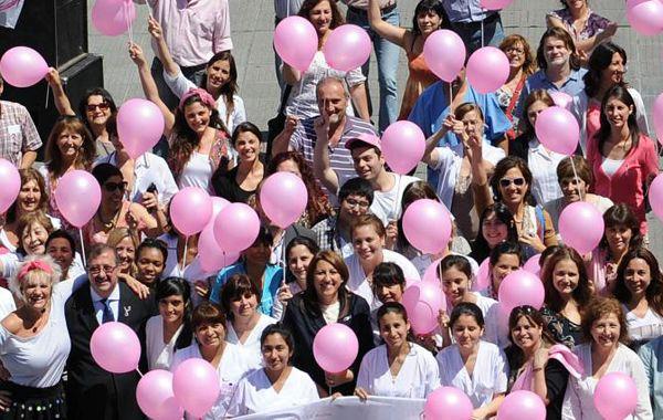 La campaña de cada octubre ahora incluirá el Monumento vestido de rosa. (foto archivo)