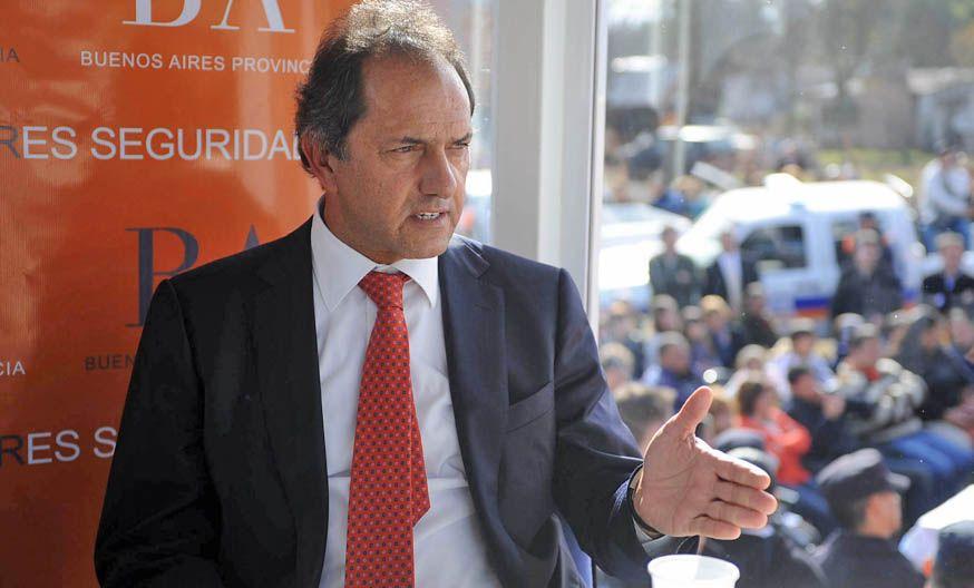 """El gobernador Scioli afirmó que responderá a los ataques """"atacando los problemas de la gente""""."""