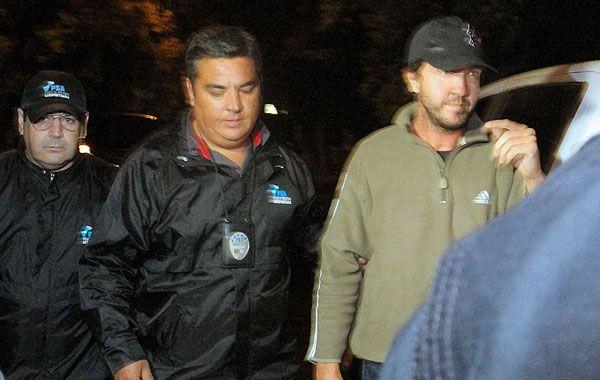 Alejandro Vandenbroele al ser detenido ayer por la Policía Aeroportuaria de Mendoza. (Foto: NA)