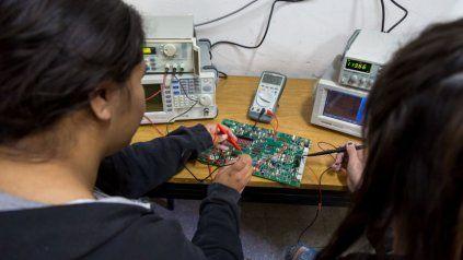 La invitación es para estudiantes del último año de las técnicas.