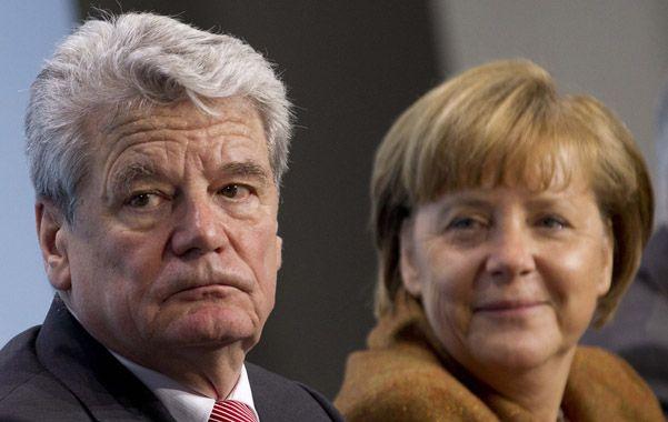 En apuros. El presidente Gauck y la canciller Merkel conocían el caso.