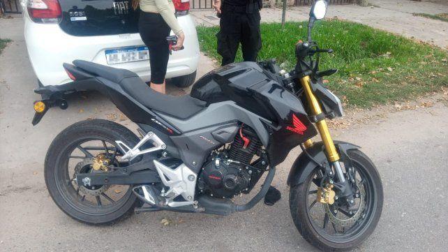 Detuvieron tras una persecución a un motociclista que baleó un comercio en zona sur