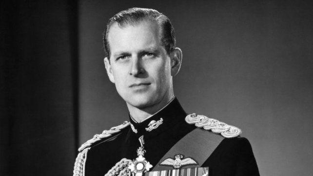 Quién era el príncipe Felipe: su trágica infancia, su vínculo con la reina y The Crown