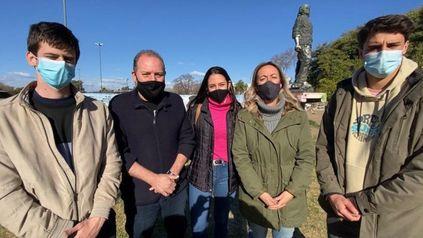 Los jóvenes de Ciencia Política que se oponen junto al concejal Carlos Cardozo del PRO a toda huella del Che en Rosairo.