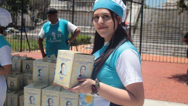 El Pan Dulce Peronista es furor en la Plaza de los Dos Congresos