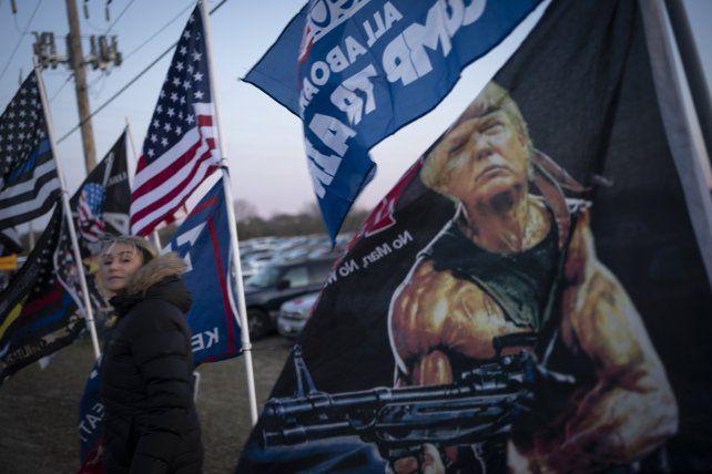 Fanáticos de Trump concurren a un acto del presidente este lunes en Kenosha
