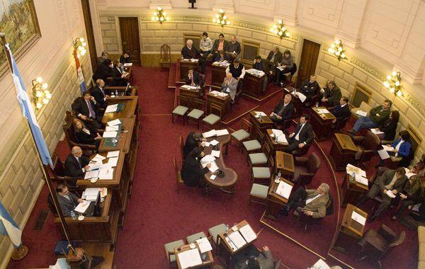Senadores santafesinos piden un pronto esclarecimiento de los hechos intimidatorios.
