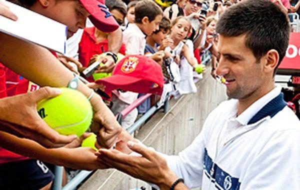 Djokovic zafó de una lesión por una avalancha