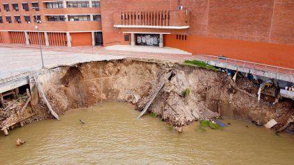 La barranca se derrumbó la tarde del viernes en la zona del Parque España.