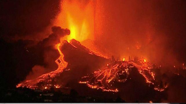 La lava del volcán Cumbre Vieja arrasó con viviendas y campos sembrados. Pero un tsunami causaría devastaciones mucho mayores.