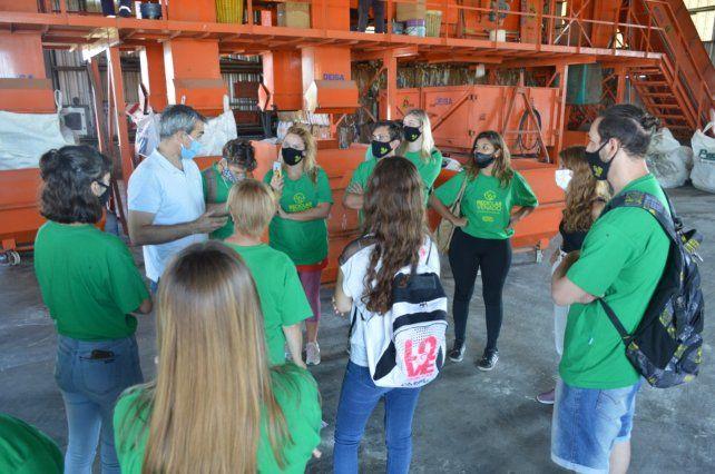"""Voluntarios del programa """"Reciclar Venado"""" se capacitaron en la planta de tratamiento de residuos en Venado Tuerto."""