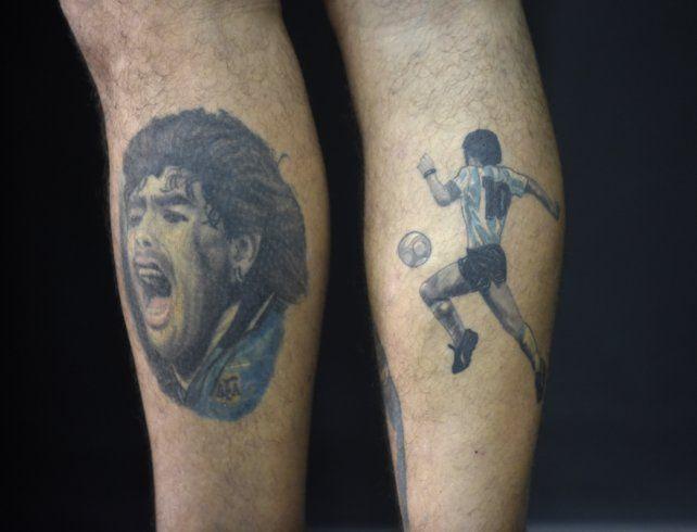 El hincha del fútbol lleva a Diego en la piel