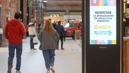 La baja de casos propició que este lunes se abrieran los shopping en la ciudad.