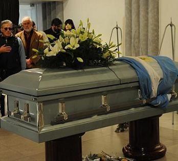 Los restos de Facundo Cabral ya están en el Jardín de Paz de Pilar