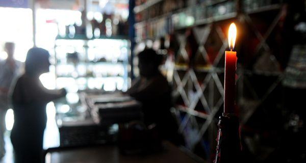 Una jornada con cortes de luz en distintos puntos de la ciudad y reclamos de vecinos