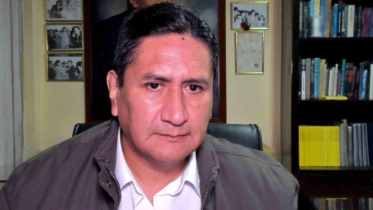 Vladimir Cerrón, líder de Perú Libre y jefe de hecho de muchos diputados y ministros del oficialismo. Vive en una continua
