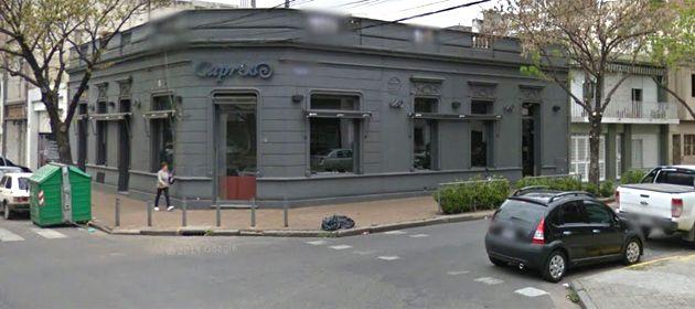 El local gastronómico asaltado anoche. Hubo momentos de mucha tensión.
