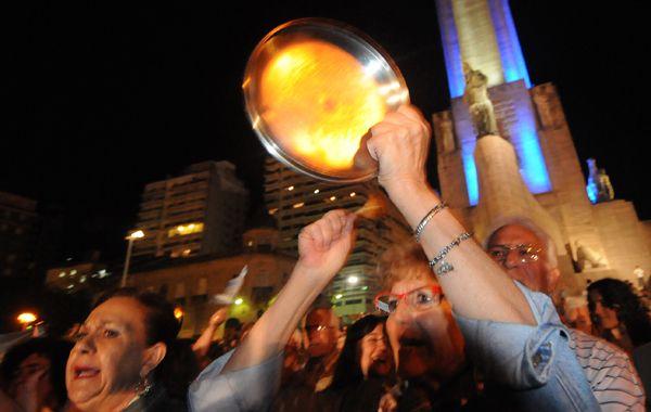 El cacerolazo del 13 de septiembre convocó a una multitud en la explanada del Monumento a la Bandera. (Foto: F. Guillén)