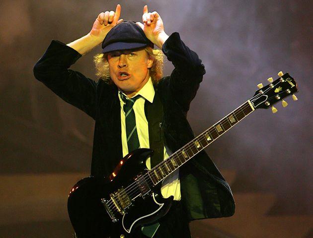 Los sesenta años encuentra a Angus en uno de los picos más altos de su carrera como músico.