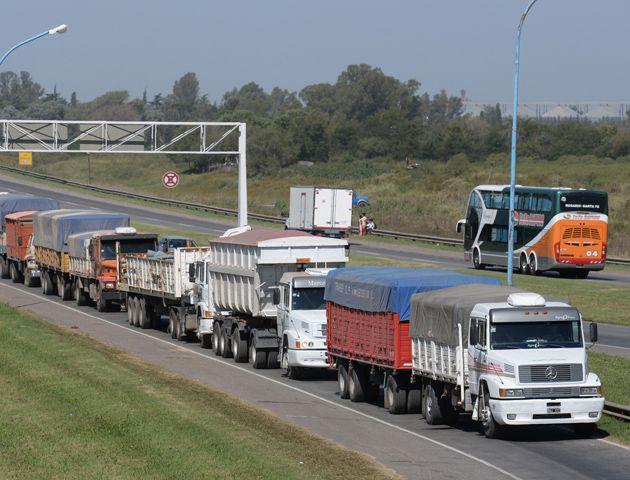 La congestión de camiones se registraba en varios puntos de la autopista.