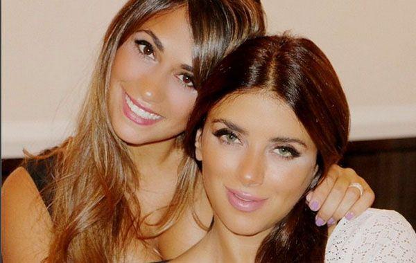 Antonella Rocuzzo y su amiga Daniella pasearon su belleza por las calles de Londres