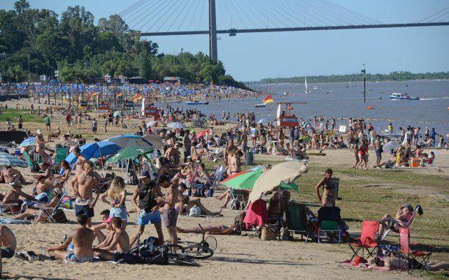 Mucha gente se llegó a la costa por el calor intenso durante el feriado puente. La Florida fue visitada por miles de rosarinos y turistas que disfrutaron de la playa.