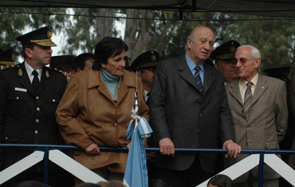 Roberto Rosúa con el actual diputado socialista Juan Carlos Zabalza (ambos a la derecha) en un acto del Día de la Polícía.