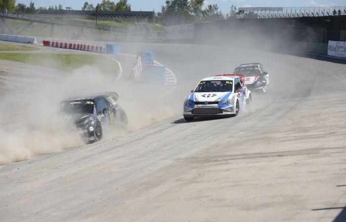 Varios pilotos y equipos se quejaron por la gran cantidad de tierra que se levantaba en el circuito. (Foto: L. Vincenti)