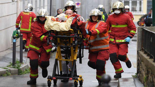 Dos personas resultaron heridas en el ataque en cercanías de laantigua sede de la revista satírica Charlie Hebdo