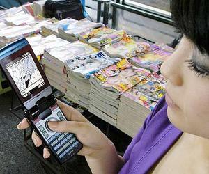Por abusos y prostitución, Japón quiere prohibir celulares en escuelas
