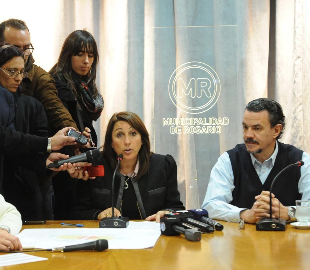 La intendenta brindó informes acompañada por el ministro de Gobierno Rubén Galassi. (Foto: Sebastián S. Meccia).