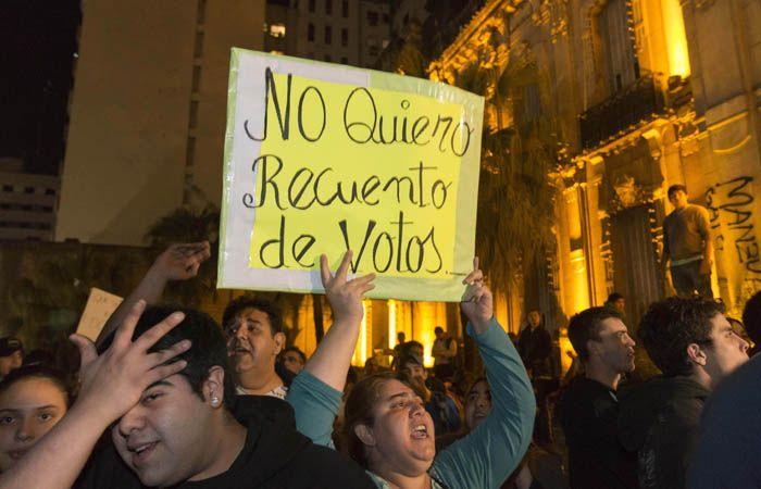Varias marchas se registraron en Tucumán en protesta por los groseros errores en las elecciones.