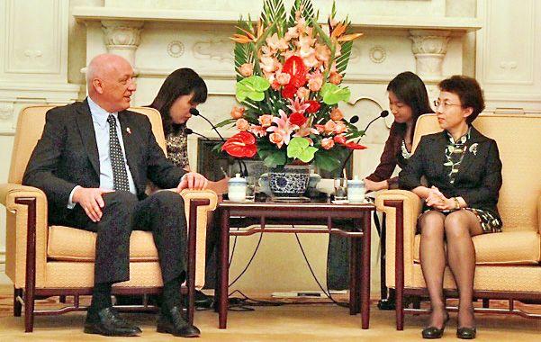 Diálogo. El gobernador Antonio Bonfatti fue recibido por la vicealcalde de Beijing