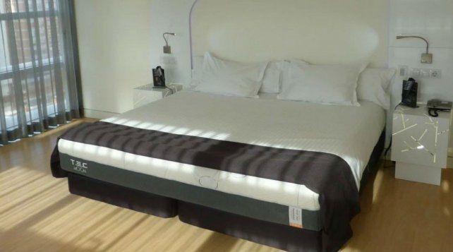 El colchón también tiene un sistema de masaje por vibración y calor en los pies.