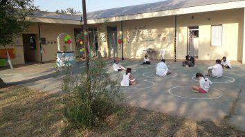 En el departamento San Martín solo regresaron a clases presenciales los 14 alumnos de la Escuela Nº 273 Florentino Ameghino de Campo Castro, en el distrito Las Bandurrias.