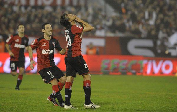 Heinze festeja su gol ante Unión
