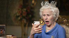"""Tracey Ullman interpreta a la reina Isabel, feliz porque """"The Crown"""" """"refleja tan bien a la gente común""""."""