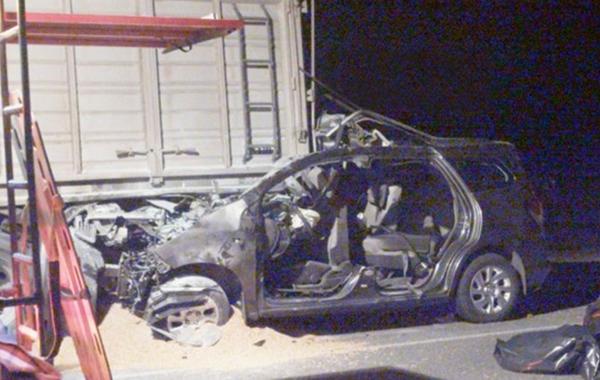 A causa del violento impacto fallecieron una mujer de 38 años y dos nenes de 8 meses y 2 años. (Foto: Noticiascraik.com)
